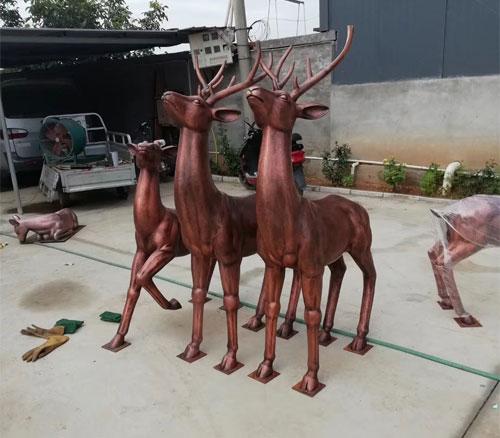 锻铜鹿雕塑