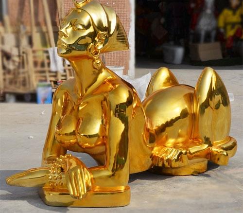 不锈钢镀金人物雕塑