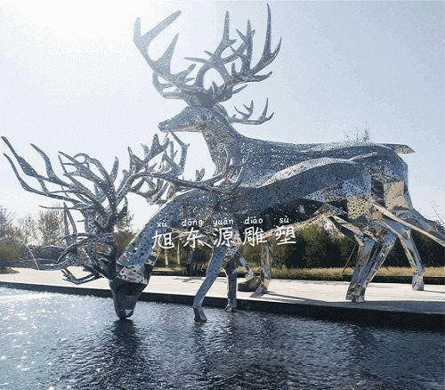 不锈钢镜面镂空鹿雕塑