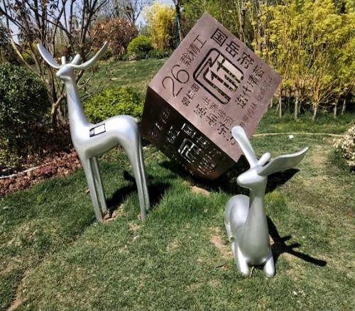 不锈钢锻造鹿雕塑